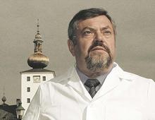 オーストリアより菓子職人最高の称号「マイスター」を持つエベナウワー氏